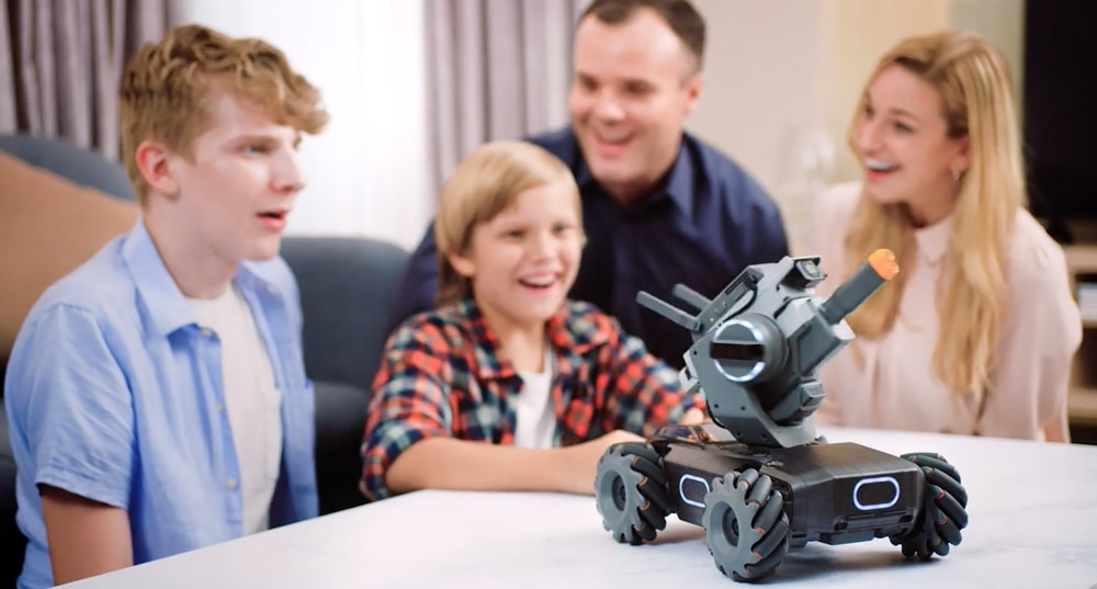 7 ข้อดีของ DJI Robomaster S1 เสริมสร้างกิจกรรมและความอบอุ่นให้ครอบครัว
